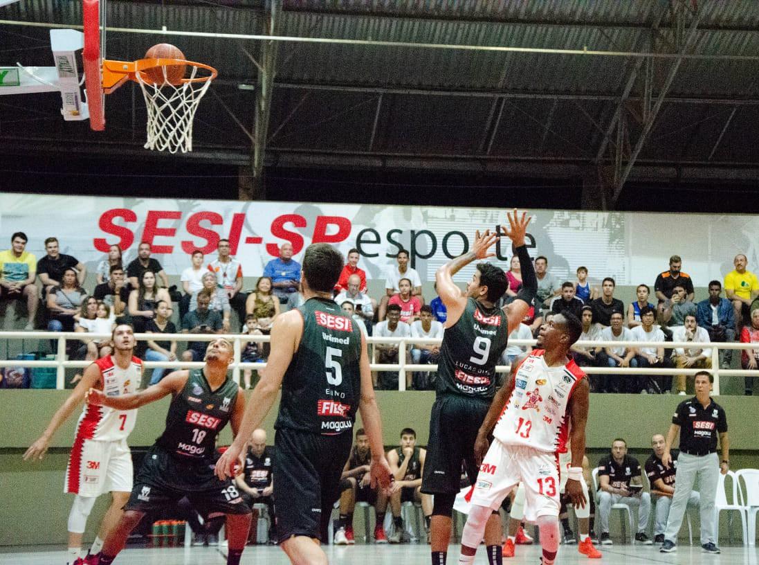Na estreia do segundo turno, Sesi Franca supera Rio Preto por placar centenário