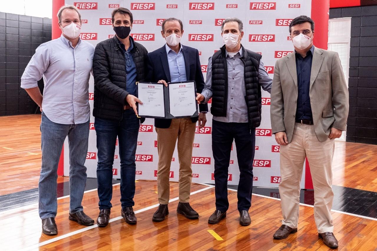Paulo Skaf oficializa a renovação do convênio com Sesi Franca Basquete e Magazine Luiza